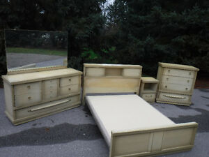 Beautiful vintage 4 pc double bedroom
