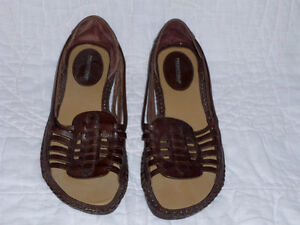 brown Leather Sandals ... NEW never worn .. Size 7 .. Cambridge Kitchener Area image 2