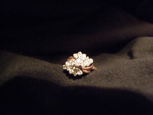 Woman Diamond cluster ring