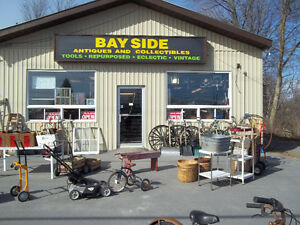 BAYSIDE ANTIQUES AND COLLECTABLES