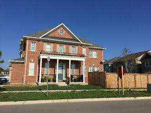 Corner Detached House for Rent  in Milton