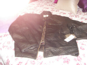 Men's jacket  Brand New Never Worn Tags still on.....regular 250