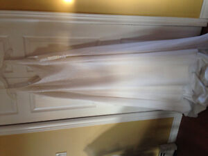 Beaded wedding dress with shawl. Size 22, Never Worn