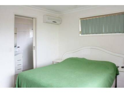 Airconditioned huge master room, walk to everything
