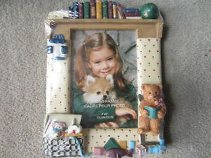 BRAND NEW - 3D CHILDREN'S RESIN PHOTO FRAME