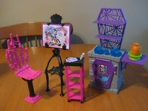MONSTER HIGH DOLL  PLAYSETS classroom bed bathroom