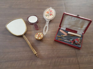 Lot of antique ladies mirrors and makeup accesories