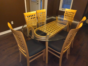 Oval Glass Dining Table With 6 Cushioned Seats