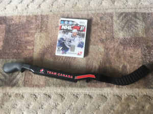 NHL 2K11 + Team Canada Hockey Stick for Nintendo Wii