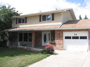 Roommate Wanted in Beautiful Sherwood Park Home
