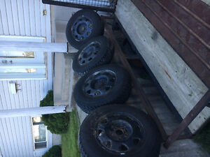 Four winter GoodYear Nordic tires with rims 205 70R15