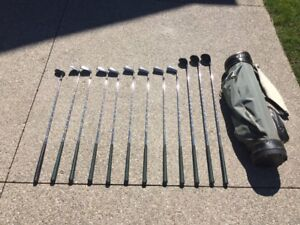 Mens Right Hand Northwest golf clubs and bag