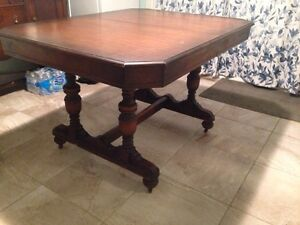 Beautiful Antique Dinning Table & Chairs Kitchener / Waterloo Kitchener Area image 1