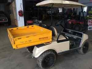 Golf cart with dump box