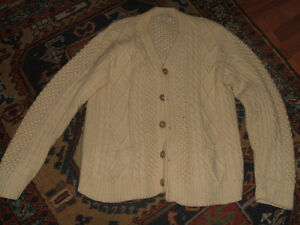 MENS HAND KNIT WOOL IRISH KNIT CABLE SWEATER MED-LARGE
