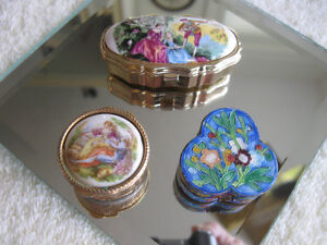 THREE EXQUISITE LITTLE VINTAGE PILL BOXES / ALL SHAPES & SIZES
