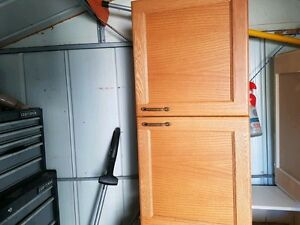 Kitchen cabinet with oak doors