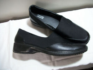 Ladies Size 10.5/11 Black Loafers