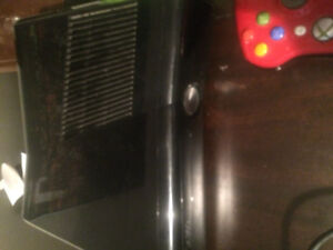 Selling xbox 360 slim (40+ games) (5 controllers)