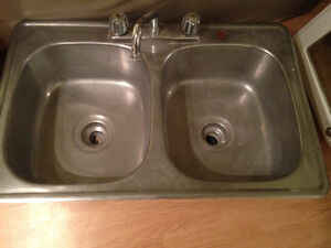 Double kitchen sink with faucet