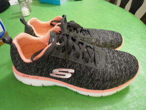 Sketchers Ladies Runners