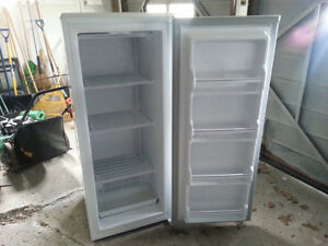 **NOT WORKING** Stand Up Danby Freezer