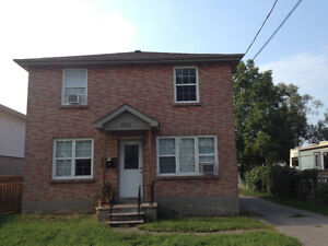 3 BEDROOMS - SOUTH END - 4 APPLIANCES & YARD