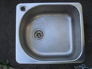 1 hole kitchen sink in good condition