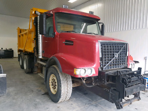 2006 VOLVO VHD DUMP TRUCK WITH PLOW AND SANDER