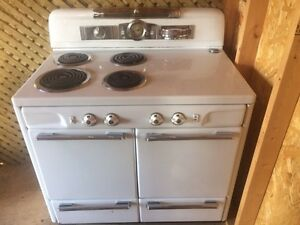 1950s Moffat Stove with double oven WORKS!