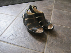 Ladies FLY sandals-Like new