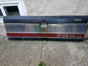 1980-86 Ford F150 lariat tailgate