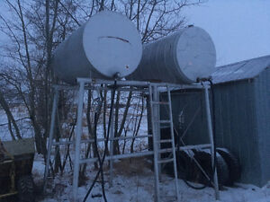 2 x 300 gallon fuel tanks with stand