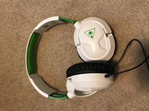 Turtle beach head phones.