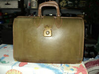 """VINTAGE """"CHENEY"""" ARMY GREEN LEATHER SUITCASE - NICE SHAPE!!!"""