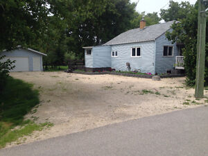 Bungalow Double Garage 1 acre 25 minutes from the city.