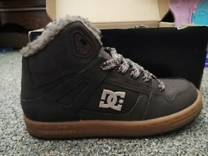 DC girls brown shoes-NEW