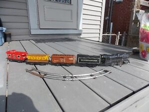 working wind up 1940's tin train set