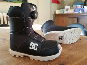 Youth snow board boots - size 5