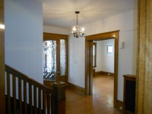 GORGEOUS RENO'D MAIN FLOOR CENTRAL HAMILTON 2 Bed + Den