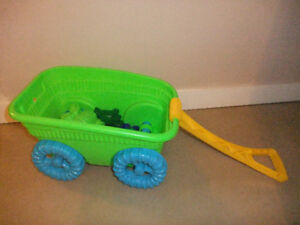 Cart with sand shaping set (ToysRUs)