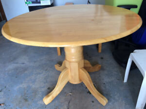 Solid kitchen table: great condition