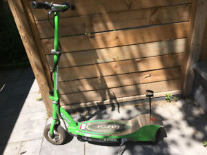 Razor E200 Electric Scooter - Needs replacement battery