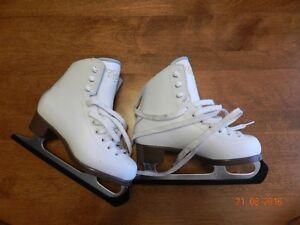 Girls' skates Cameo size 13 / patins artistique pour filles West Island Greater Montréal image 2