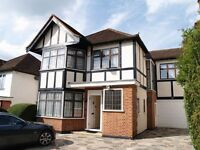 4 bedroom house in Edgeworth Crescent, Hendon, NW4