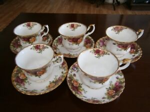FIVE ROYAL ALBERT OLD COUNTRY ROSES CUP & SAUCERS