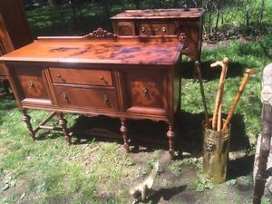 Deilcraft Antiques Dinning Table Chairs China Cabinet Hutch Sofa