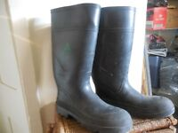 CSA rubber boots size 10 used/good condition