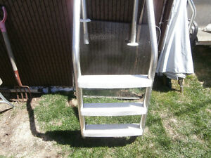 one in ground pool ladder good shape not crack or broken $60  le