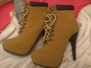 Selling a pair of high heel boots in perfect condition!